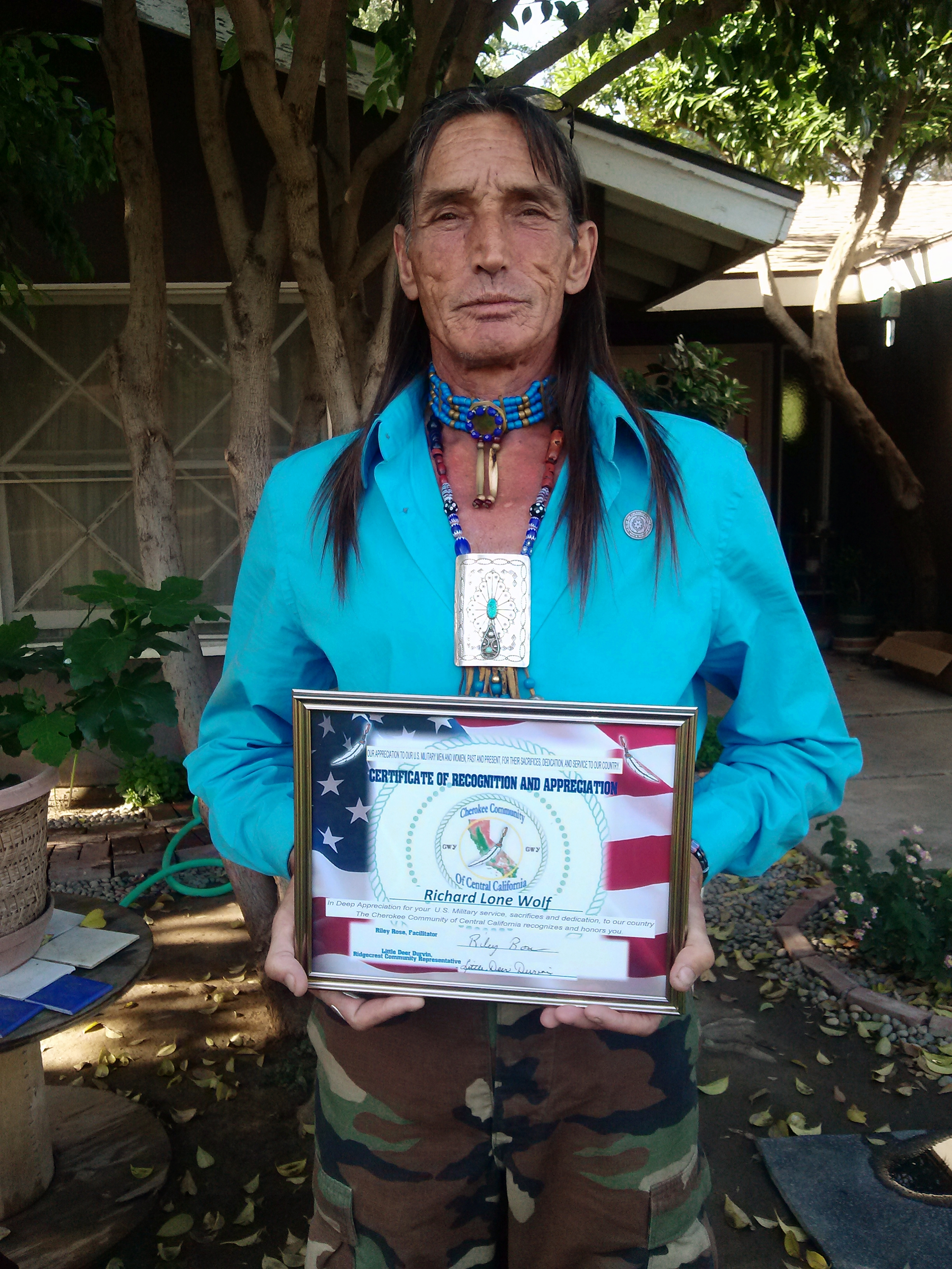 Richard Lonewolf with Flag Award
